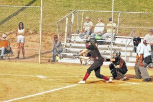 Vikings come from behind against Sauras