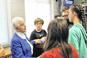 Foxx visits Piney Grove Middle